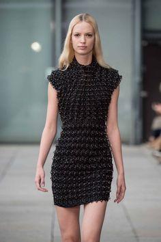 3ders.org - Iris van Herpen debuts 3D-printed garments 'grown' with magnets at Paris Fashion Week | 3D Printer News & 3D Printing News