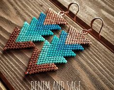 Metis beader and quilter. Every project tells a story. by DenimandSage Camo Jewelry, Seed Bead Jewelry, Seed Bead Earrings, Diy Earrings, Arrow Earrings, Beaded Earrings Native, Beaded Crafts, Beaded Jewelry Patterns, Native American Beading