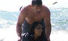 JornalQ.com - ÚLTIMA HORA - A história e a foto do herói grego na praia, sensibiliza e CORRE MUNDO