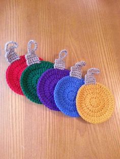 Crochet Christmas Decorations, Crochet Ornaments, Crochet Decoration, Christmas Crochet Patterns, Holiday Crochet, Christmas Ornament Sets, Crochet Crafts, Yarn Crafts, Crochet Projects