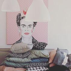 Frida on canvas by Pixers styled by  @homecakelove http://homecakelove.blogspot.com/2017/02/frida-kahlo-auf-leinwand-und-der.html #Pixers #picture #home #interior # design