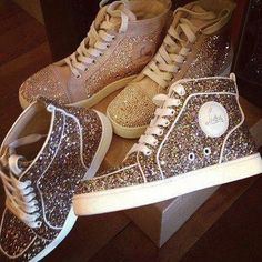 shoes sequins glitter sneakers high tops flat snickers fashion style outfit girl trendy love like gold sparkle gorgeous best lovely louboutin white snakers Christian Louboutin, Louboutin Shoes, Converse Brillantes, Cute Shoes, Me Too Shoes, Derby, Glitter Shoes, Sparkly Shoes, White Glitter