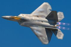 First flight of the Lockheed Martin/Boeing Raptor stealth fighter The jet looks to awesome. Military Jets, Military Aircraft, Fighter Aircraft, Fighter Jets, Fighter Pilot, Stealth Aircraft, Stealth Bomber, Image Avion, Best Fighter Jet
