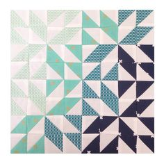 I love the gradiation in this HST layout by Mary B (@classicquilter).