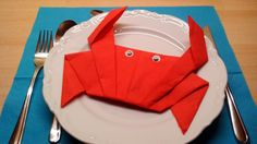 Krabbe - Servietten-Deko falten ( photographed napkin folding instructions for a crab - Paper Napkin Folding, Christmas Napkin Folding, Paper Napkins, Folding Napkins, Crochet Snail, Ostern Party, Sushi Party, Paper Flowers Craft, Tablescapes