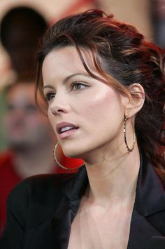 Kate Beckinsale Photos Photos MTV TRL Spankin' New Music Rocks With Yellowcard - Celebrities female - Beautiful Celebrities, Beautiful Actresses, Gorgeous Women, Beautiful People, Most Beautiful, Beautiful Pictures, Underworld Kate Beckinsale, Lysandre Nadeau, Kate Beckinsale Pictures