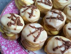 Resep l Gerda se appelkoos-malvalekker-vlaskywe South African Recipes, Doughnut, Deserts, Muffin, Dessert Recipes, Pudding, Treats, Baking, Vegetables