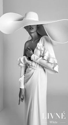 Wedding Dress Trends, Bridal Wedding Dresses, Foto Fashion, Inspirations Magazine, Wedding Hats, Wedding Blog, Fashion Poses, Photoshoot Fashion, Couture Dresses