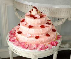 Ooh, la, la!! Marie Antoinette cake - Laduree