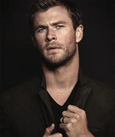 Christopher Hemsworth (nacido en Melbourne, Victoria, Australia el 11 de agosto de 1983), conocido profesionalmente como Chris Hemsworth, e...