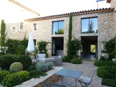 Mas Pampari in Luberon - Villas louer Bonnieux Outside Living, House Exterior, House Styles, Exterior Design, Mediterranean Homes, House Designs Exterior, French House, House Landscape, Rustic House