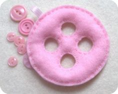 Felt button ornament tutorial would be an adorable baby toy too! Christmas Countdown, Christmas Goodies, Felt Christmas, Diy Christmas Ornaments, How To Make Ornaments, Handmade Christmas, Merry Christmas, White Christmas, Xmas