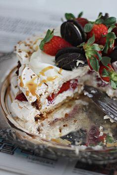 LA PETITE PRINCESSE: Vinkki kesäjuhlien kakkupöytään - kinuskinen britakakku. Sweet And Salty, Something Sweet, Desert Recipes, Camembert Cheese, Deserts, Food And Drink, Pudding, Baking, Little Princess