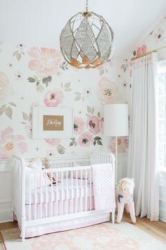 Une belle #déco pour la #chambre d'une petite #fille http://www.m-habitat.fr/par-pieces/chambre/amenager-une-chambre-pour-bebe-2623_A
