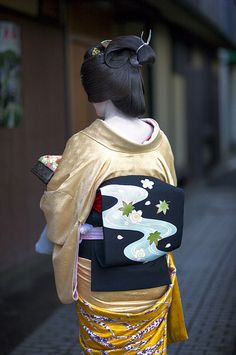 Geishas are a huge part of Japanese culture and even defined an important part of their history.   Geishas are still around today