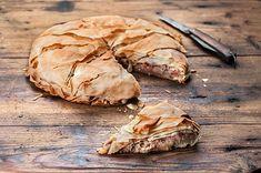 Μοναστηριακή πίτα φούλ σε Ω3 και φυτικές πρωτεΐνες. Γιατί η ελληνική κουζίνα είναι σοφή και αξεπέραστη. Greek Recipes, Vegan Recipes, Cooking Recipes, Cypriot Food, Greek Cooking, Food Categories, Pitta, Food To Make, Stuffed Mushrooms