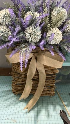 Lavender basket Just finished this beauty Lavender basket . Lavender basket Just finished tYou can find Lavender and more on our website. Diy Wreath, Grapevine Wreath, Wreath Ideas, Summer Flower Arrangements, Diy Planter Box, Hanging Flower Baskets, Diy Trellis, Flower Video, Xmas Wreaths