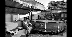 O Prêmio Sony World Photography de 2014 anunciou seus finalistas, que englobam uma ampla variedade de estilos fotográficos e temas. Esposito Salvatore, da Itália, concorre com esta imagem de um traficante de drogas em Nápoles na categoria de Temas da Atualidade