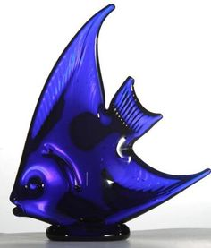 LARGE FLAT FISH Starting at: £58.00 This glass Angel Fish just shows the wonderful feat of talent, hand crafting such a beautiful piece out of completely solid glass. Approximately 18.5cm tall.
