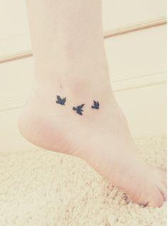 petit-tatouage-cheville-oiseaux
