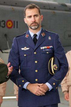 Prince Felipe of Spain visits UAMER 47 Group (Military Medical Unit Air Evacuation) at the Torrejon de Ardoz military airbase on 17  May 2013