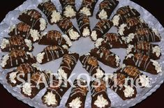 Kakaové trubičky s ořechy Christmas Baking, Christmas Cookies, Czech Recipes, Baking Recipes, Pie, Cooking, Czech Food, Europe, Baking