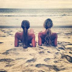 love this pose great for sisters or best friends Photoshoot at Beach summer girls