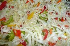 1x hlávka zeli 2x zelená paprika 2x červená paprika 2x žlutá paprika 3x cibule 5x mrkev 4 dcl octa 3 dcl oleje 40 dkg cukr krystal 14 dkg soli  na nudličky. Přidat cukr, sůl, ocel a olej. Nechat do druhého dne odležet. Zelenina pustí šťávu a tak není potřeba žádný nálev. Zeleninu dejte do skleniček a až poté přidávejte šťávu Zavařovat na 80°C 25 minut.
