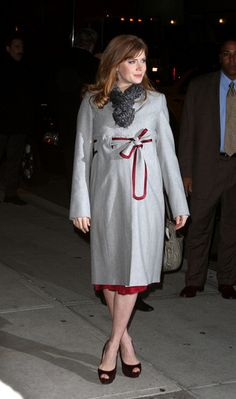 Amy Adams still dresses adorably, even when expecting. =)