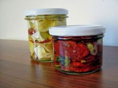 Pickled dried tomatoes and pickled cheese variation Dried Tomatoes, Kimchi, Preserves, Pickles, Ham, Herbalism, Mason Jars, Soup, Homemade