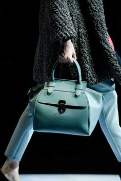 See detail photos for Giorgio Armani Fall 2015 Ready-to-Wear collection.