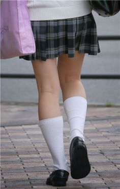 School Girl Japan, Japan Girl, Ulzzang Short Hair, Girl Short Hair, Doc Martens Oxfords, Leg Warmers, Girls Shoes, Girl Hairstyles, Short Hair Styles