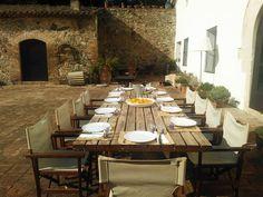 Stilvoll Urlaub mit großen Gruppen kann man in diesem katalonischen Landhaus bei #Barcelona machen. Die Villa mit Meerblick bietet Platz für 14 Personen. Lastminute ab 13. Juli 2013 buchbar! http://www.ferienwohnungen-spanien.de/14309