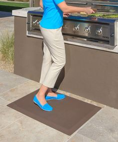 The CumulusPRO mat features Cushion-Core technology that has been specifically designed to reduce fatigue and dull aches that come from standing on hard surfaces. Add a little cushy comfort to that routine with this waterproof mat. Perfect for use in the kitchen, laundry room, garage and more, this product is safe for children and pets and won't curl up at the edges See how it works!