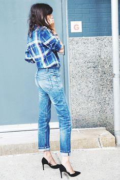 Emmanuelle Alt wearing a plaid shirt + high-rise jeans + classic black pumps // editor style