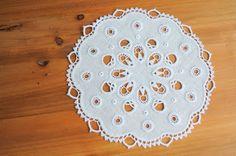 さこころろ: 白糸刺繍のオリジナルドイリー。