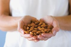 Ob Großereignisse oder Lieblingsserie: Snacks gehören zum TV-Abend dazu. Wie wäre es mit diesen 3 Mandel-Snacks zum selber machen? Eine gesunde und leichte Alternative zu Chips, Gummibärchen und Co.!