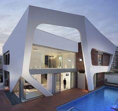 Avant-garde Contemporary Villa Showcasing Extraterrestrial Spaceship Details