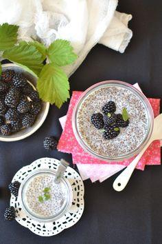 Pudding de chia à la vanille Healthy Detox, Healthy Drinks, Petit Dej Vegan, Sweet Recipes, Vegan Recipes, Vanilla Chia Pudding, Bowl Cake, Juliette, Sweet Cakes