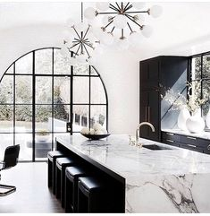 #dreaming of a glam #kitchendesign like this @robbilendesign your inspiration are beautiful and endless #inspired#glamour #kitchendesignideas #luxurylifestyle#designlife