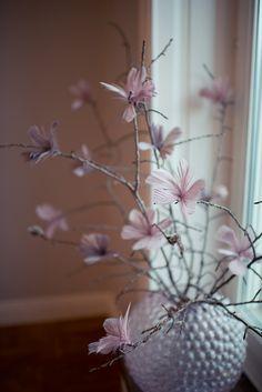 Frida Fahrman | Mode, skönhet och inredning | Sida 10 Flower Boquet, Bouquet, Happy Easter, Planting Flowers, Floral Arrangements, Glass Vase, Crafty, Traditional, Spring