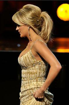 Carrie Underwood Loose Ponytail for Medium Hair