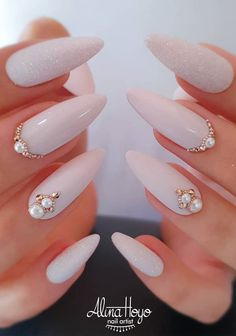 39 Exquisite Ideas Of Wedding Nails For Elegant Brides Pale Lilac Nails With Gold Rhinestones ★ Looking for some wedding nails inspiration? Our collection of exquisite ideas will help you complete your bridal look. Save these ideas for later. Simple Wedding Nails, Wedding Nails For Bride, Bride Nails, Wedding Nails Design, Simple Nails, Nail Designs For Weddings, Bridal Nails Designs, Nail Wedding, Mauve Wedding