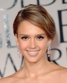 Jessica Alba in over sized diamond drop earrings. :)