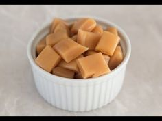 Recipe for super easy microwave-caramels. It only takes 10 minutes to make a batch of these super delicious caramels. Microwave Caramels, Microwave Recipes, Kreative Snacks, Nordic Recipe, Cake Recipes, Dessert Recipes, Low Carb Cheesecake Recipe, Small Baking Dish, Danish Food