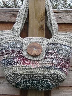 Free Crochet Pattern: The 'Pipistrelle' Handbag (UK Terms)