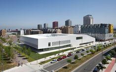 Centro Cívico Salburúa / ACXT Architects + Idom (© Aitor Ortiz)