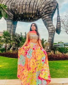 30 Glimmering Mirror Work Lehengas that will Satisfy your Blingy Soul! Mehendi Outfits, Indian Bridal Outfits, Indian Fashion Dresses, Dress Indian Style, Indian Designer Outfits, Bridal Dresses, Diwali Outfits, Fashion Outfits, Fashion Fall