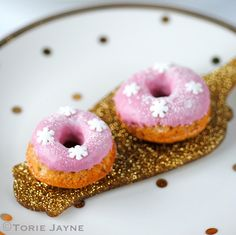 Gluten free mini strawberry doughnut recipe by Torie Jayne Gluten Free Christmas Recipes, Holiday Recipes, Strawberry Doughnut Recipe, Tooth Cake, Mini Doughnuts, No Cook Meals, No Bake Cake, Cake Decorating, Sweet Tooth