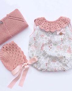 Qué belleza de conjuntito de Lovely🌹🌹❤️❤️Moda Infantil Made In Spain Knitting For Kids, Baby Knitting Patterns, Crochet Collar, Knit Crochet, Baby Girl Crochet, Baby Boutique, Baby Sweaters, Baby Sewing, Baby Dress
